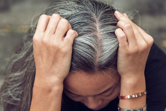Bột nhuộm tóc thảo dược mang lại nhiều lợi ích bất ngờ
